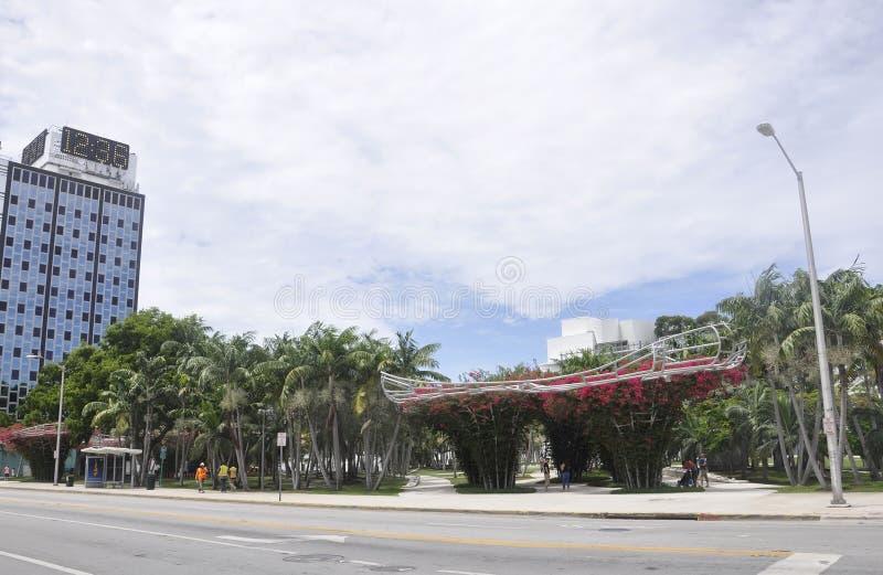 Miami Beach FL, o 9 de agosto: Parque de Soundscape de Miami Beach do centro em Florida fotografia de stock