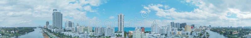 MIAMI BEACH, FLORIDA - 11 APRILE 2018: La città aerea panoramica rivaleggia fotografie stock libere da diritti