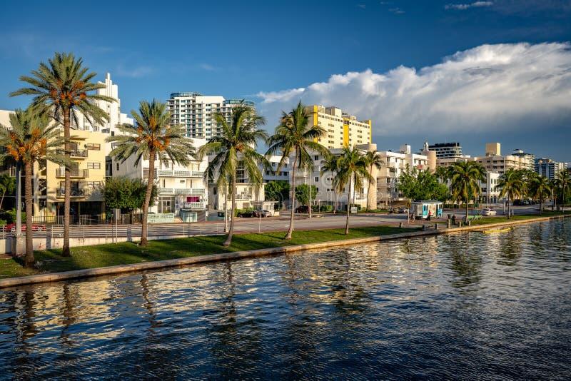 Miami Beach, Floryda, Stany Zjednoczone - zabytkowe budynki w okręgu Mid Beach zdjęcie royalty free