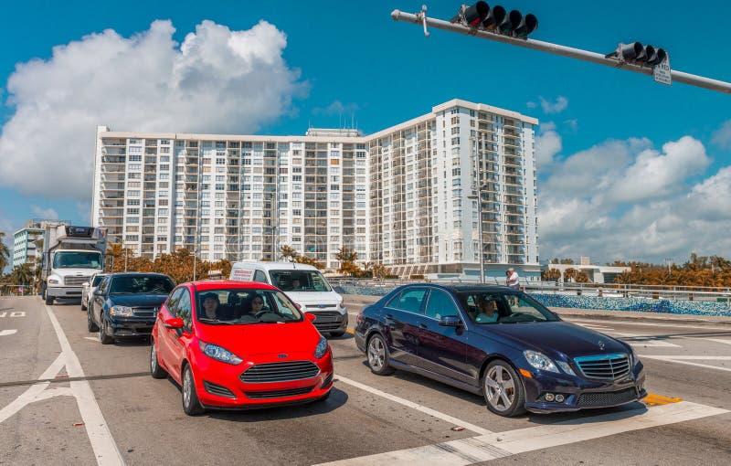 MIAMI BEACH - 12. JANUAR 2016: Miami-Skyline an der Dämmerung Die Stadt stockfoto
