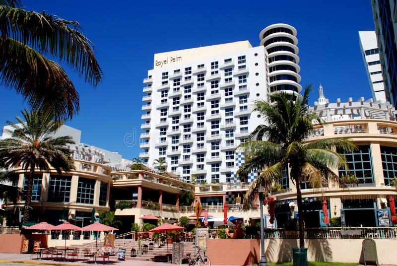 Miami Beach, la Floride : Composé d'hôtel de paume royale image stock