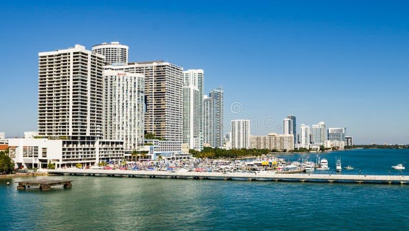 Miami Beach med lyxiga lägenheter och vattenvägen royaltyfria foton