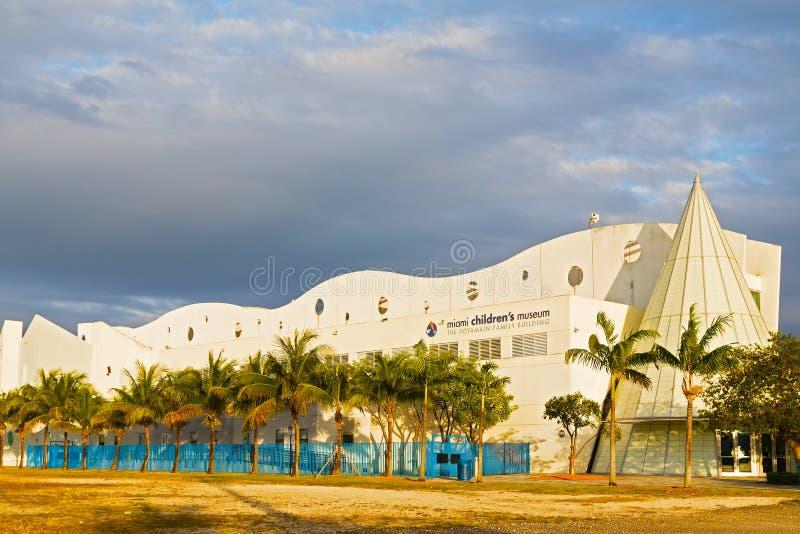 MIAMI, DE V.S. - 18 MAART, 2014: De het Museumbouw van Miami Children's bij zonsondergang royalty-vrije stock foto