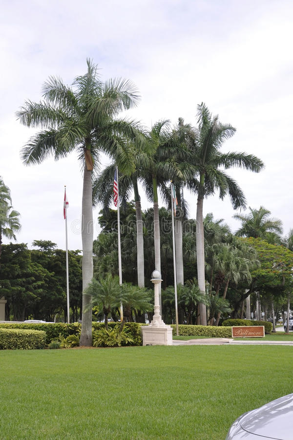 Miami, el 9 de agosto: Callejón de la entrada del hotel Biltmore y del club de campo de Coral Gables de Miami en la Florida los E fotos de archivo libres de regalías