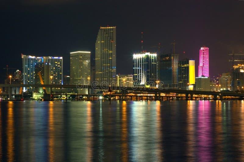 Miami en la noche imagen de archivo