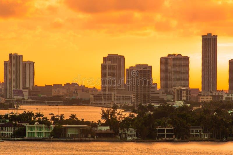 Miami FL, de Nachtmening van de V.S. van Miami Van de binnenstad van het Strand van Miami stock fotografie