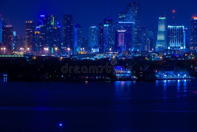 Miami FL, de Nachtmening van de V.S. van Miami Van de binnenstad van het Strand van Miami stock afbeelding