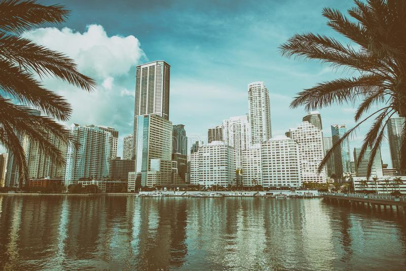 MIAMI, FL - 31 MARS 2018 : Bâtiments modernes dedans en centre ville du Br image stock