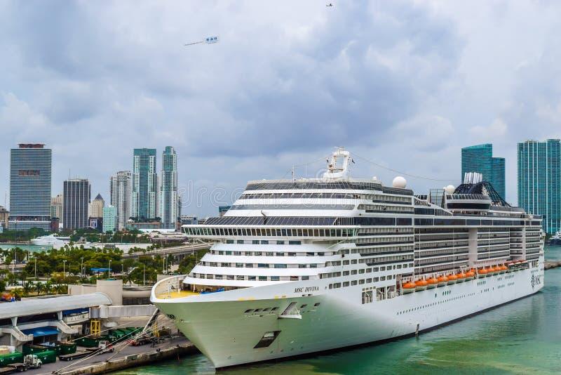Miami Florida - mars 29 2014: MSC Divina Cruise Ship som anslutas i Miami, Florida royaltyfria foton