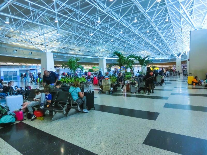 Miami Florida, USA - Aprile 28, 2018: Kontoret för uthyrnings- bil på den Miami flygplatsen arkivfoto