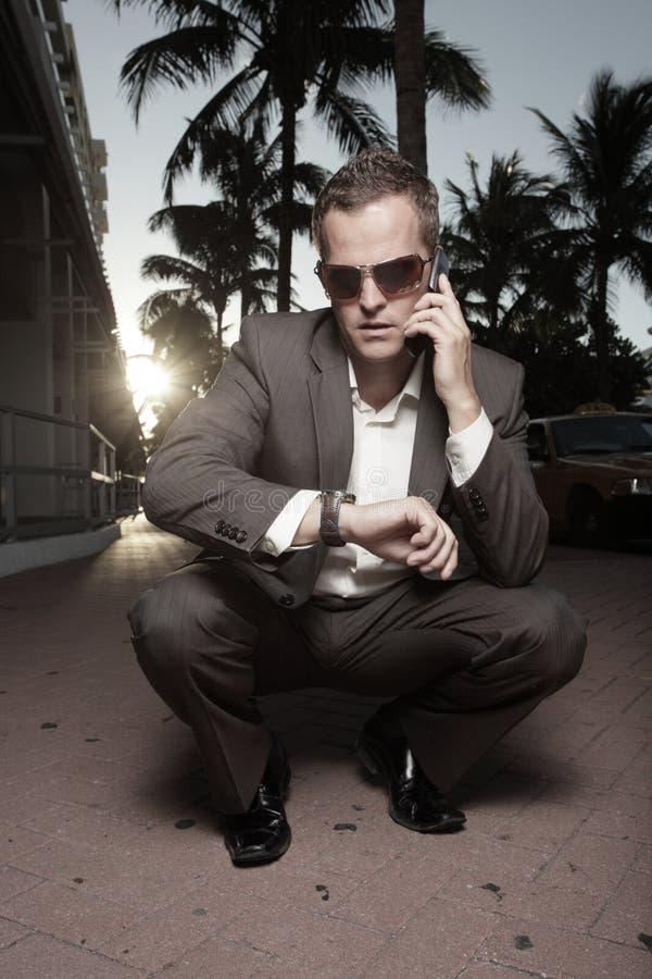 Miami-Geschäftsmann am Telefon stockbild