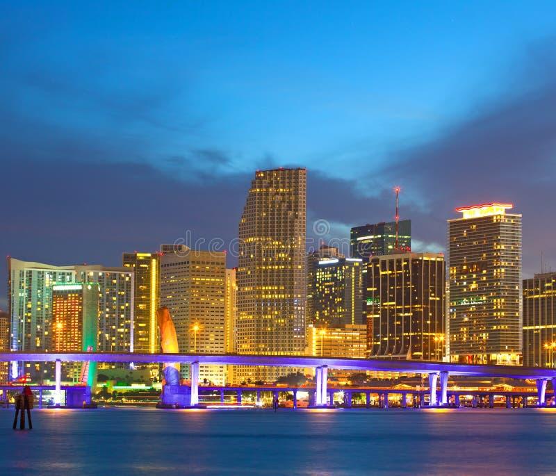 Miami la Floride Etats-Unis, coucher du soleil ou lever de soleil au-dessus de la ville image libre de droits