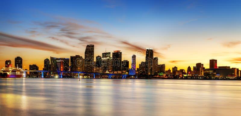 Miami miasto nocą zdjęcie royalty free