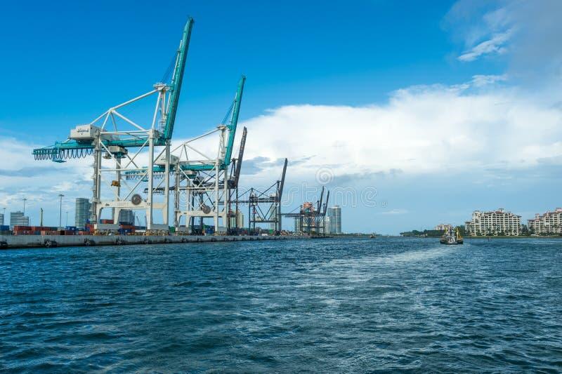 Miami-Seehafen-Fracht-Anschluss stockbilder