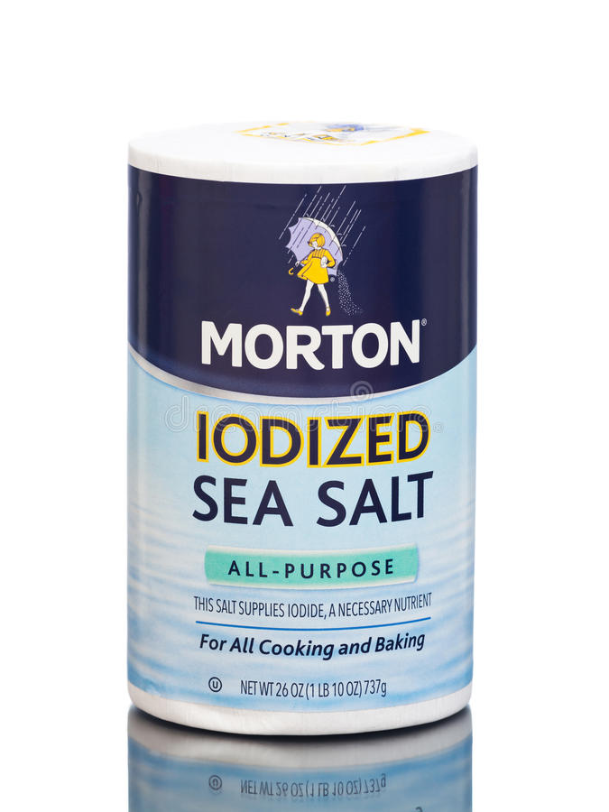 MIAMI, U.S.A. - 30 marzo 2015: Un pacchetto di Morton Salt Iodized Sea Salt fotografie stock