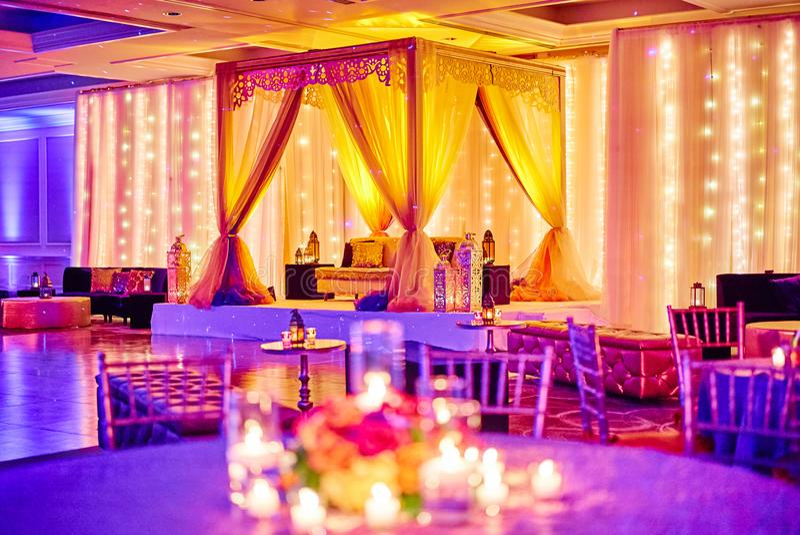 MIAMI, usa/- MAJ 27, 2015: Indiańska Ślubna Mehndi henny noc, łuk dla ręki farby obraz stock