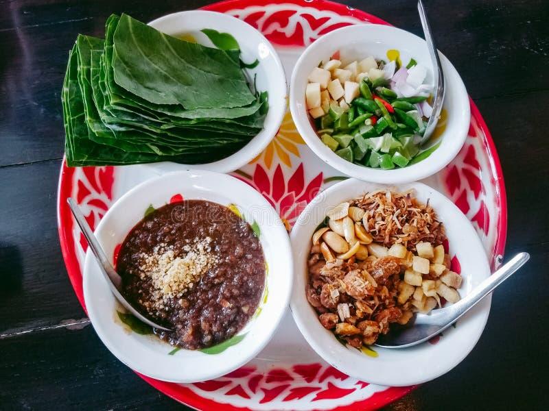 Miang Kham - um aperitivo real do envoltório da folha foto de stock