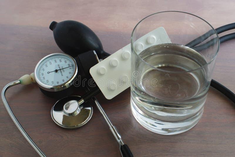 Miarowy ciśnienie krwi pomiar zdjęcia stock
