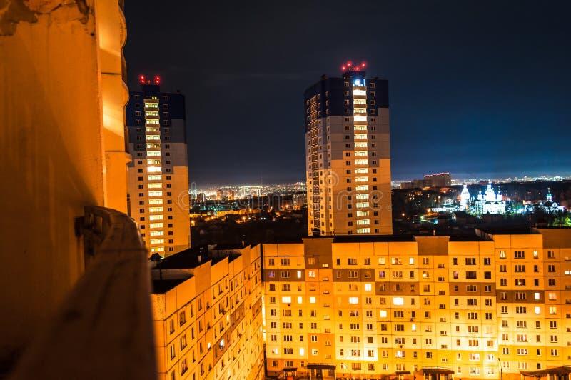Miast światła przy nocą E cumujący noc portu statku widok zdjęcia stock