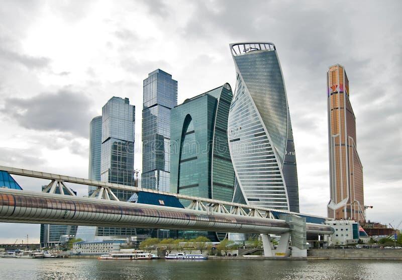 Download Miasta Biznesowego Centre Budynki I Most Obraz Stock - Obraz złożonej z most, biały: 53790895