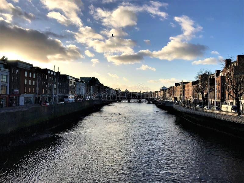 Miasta i rzeki krajobraz zdjęcia stock