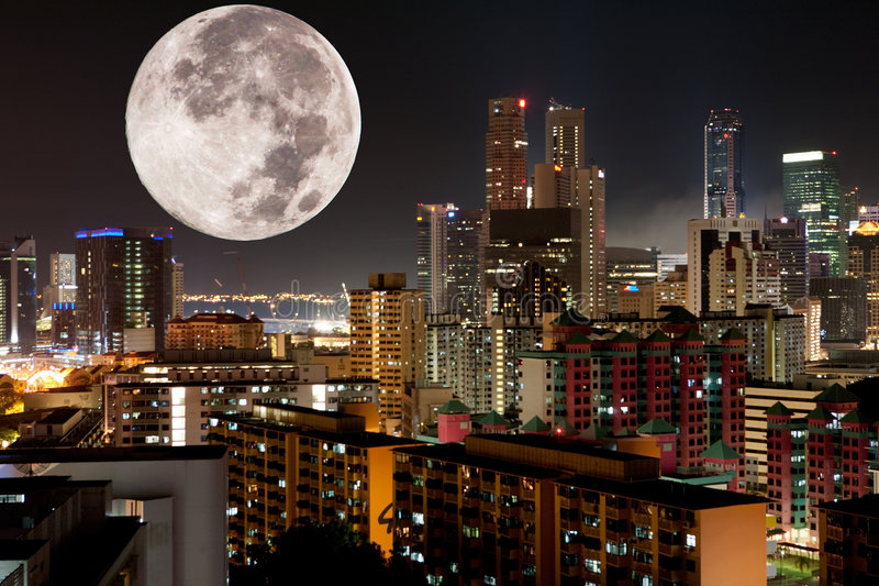 miasta księżyc noc fotografia stock