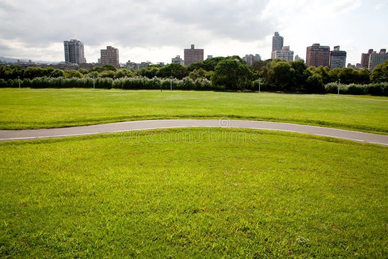 miasta pola zieleń zdjęcia royalty free