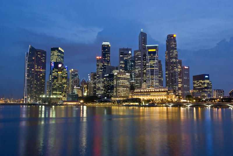 miasta wieczór Singapore linia horyzontu obraz royalty free