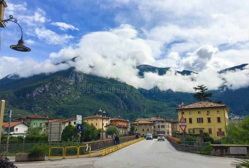 Miasteczko Arco w Włochy obrazy royalty free