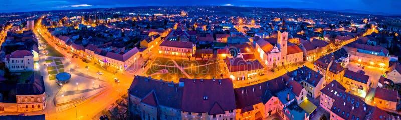 Miasteczko Krizevci nocy powietrzny panoramiczny widok obrazy stock