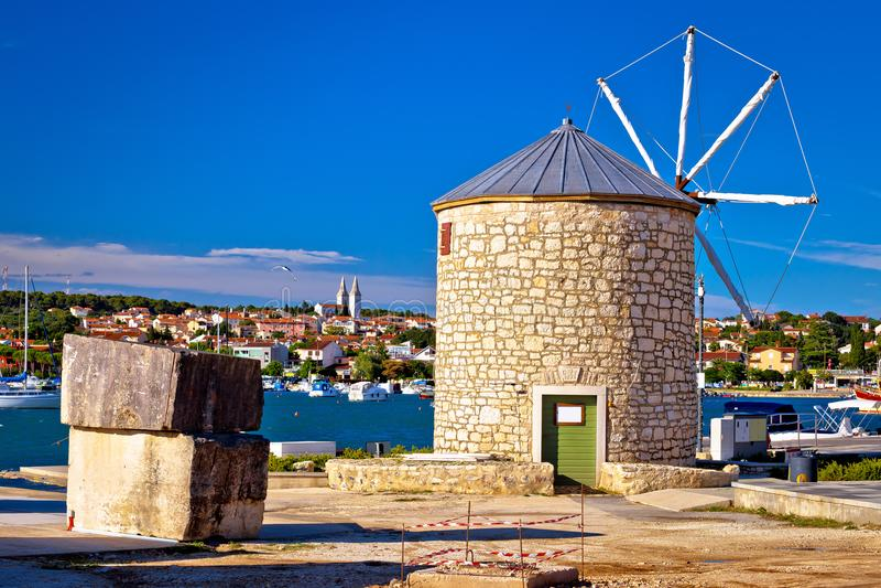 Miasteczko Medulin wiatraczka nabrzeża i punktu zwrotnego widok zdjęcie royalty free