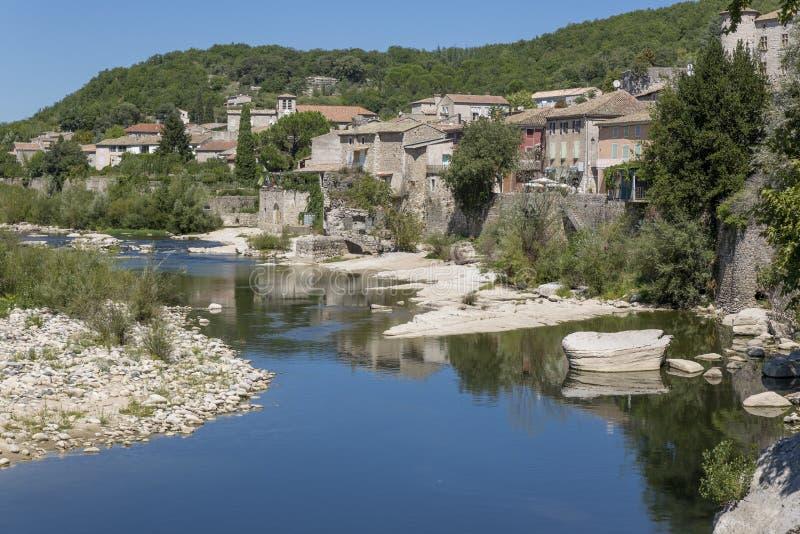 Miasteczko moda, Francja, lokalizujący przy Ardeche rzeką fotografia royalty free