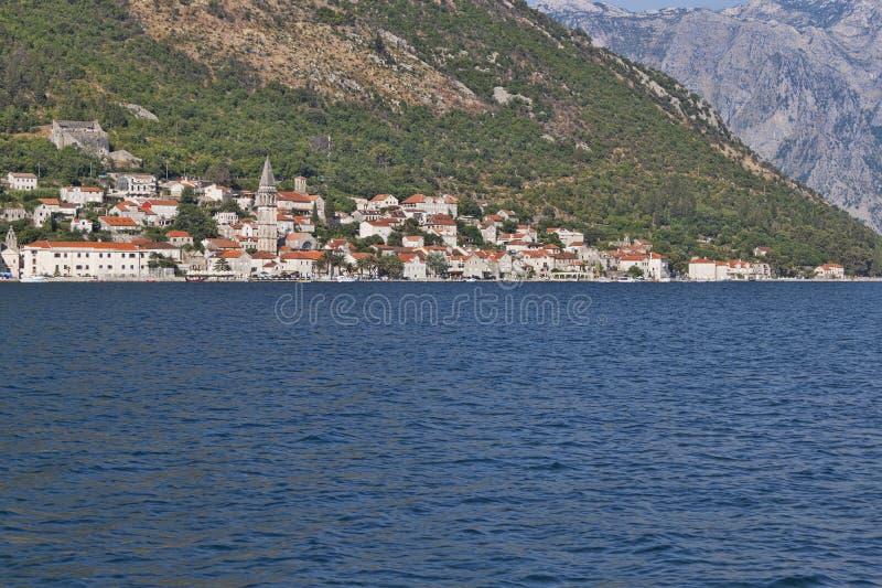 Miasteczko Perast na brzeg Kotor zatoka fotografia stock