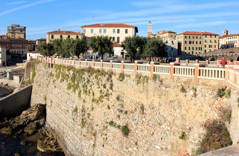 Miasteczko Piombino wzdłuż Włoskiego wybrzeża obraz stock
