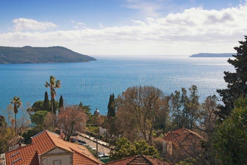 Miasteczko przybrzeżne lokalizować przy wejściem zatoka Kotor Herceg Novi Montenegro zdjęcia royalty free