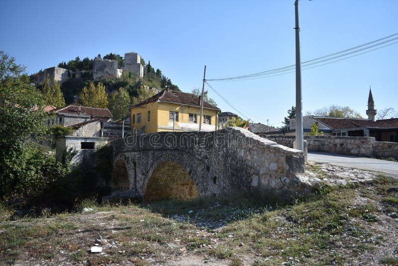 Miasteczko Stolac i Herceg Stjepan forteca w tle obrazy royalty free