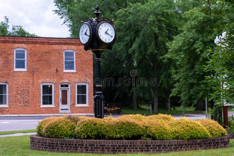 Miasteczko zegar na Main Street fotografia stock