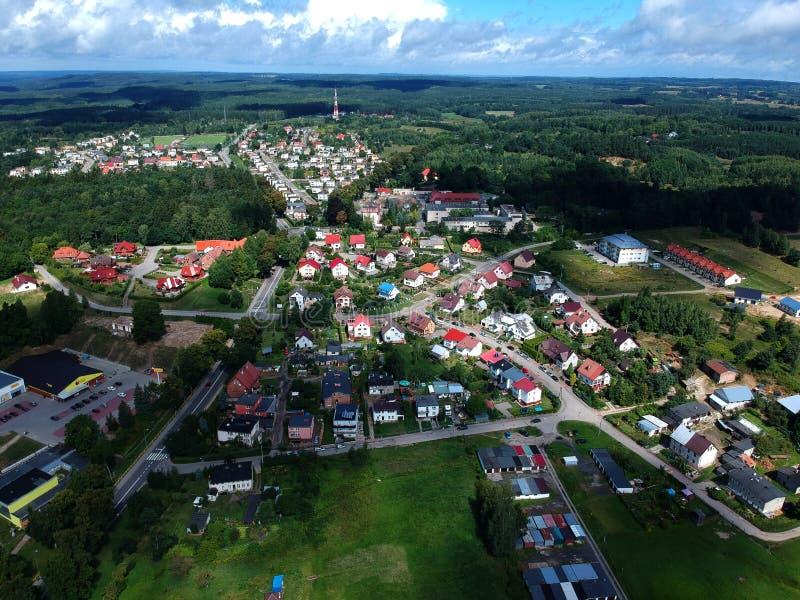 MIASTKO, ΠΟΛΩΝΙΑ - 5 Αυγούστου 2018 - εναέρια άποψη σχετικά με το πανόραμα πόλεων Miastko, βόρειο μέρος στοκ εικόνες