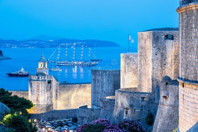 Miasto ściana w wieczór w Dubrovnik fotografia royalty free