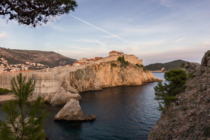 Miasto ściany w Dubrovnik Starym miasteczku przy zmierzchem zdjęcia royalty free