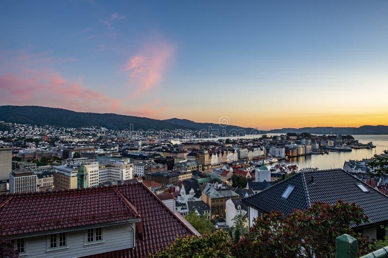 Miasto Bergen, Norwegia w zachodzie słońca zdjęcie royalty free
