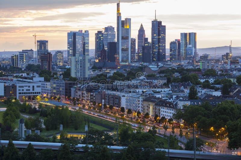 Miasto Frankfurt magistrala - biznesowy kapitał Niemcy przy twil - Am - obraz royalty free