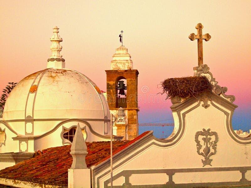 Miasto kościół Olhao w Portugalia w wieczór z zmierzchem obraz royalty free