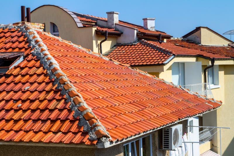 Miasto krajobraz - czerwoni kafelkowi dachy domy, miasteczko Sozopol obrazy stock