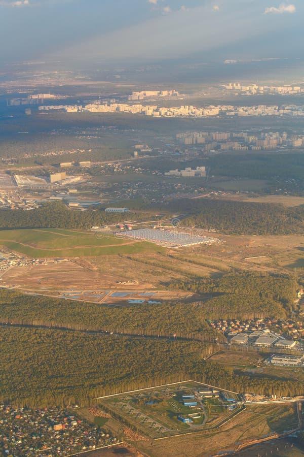 Download Miasto Krajobraz Od Samolotu Zdjęcie Stock - Obraz złożonej z lato, budynek: 53789546