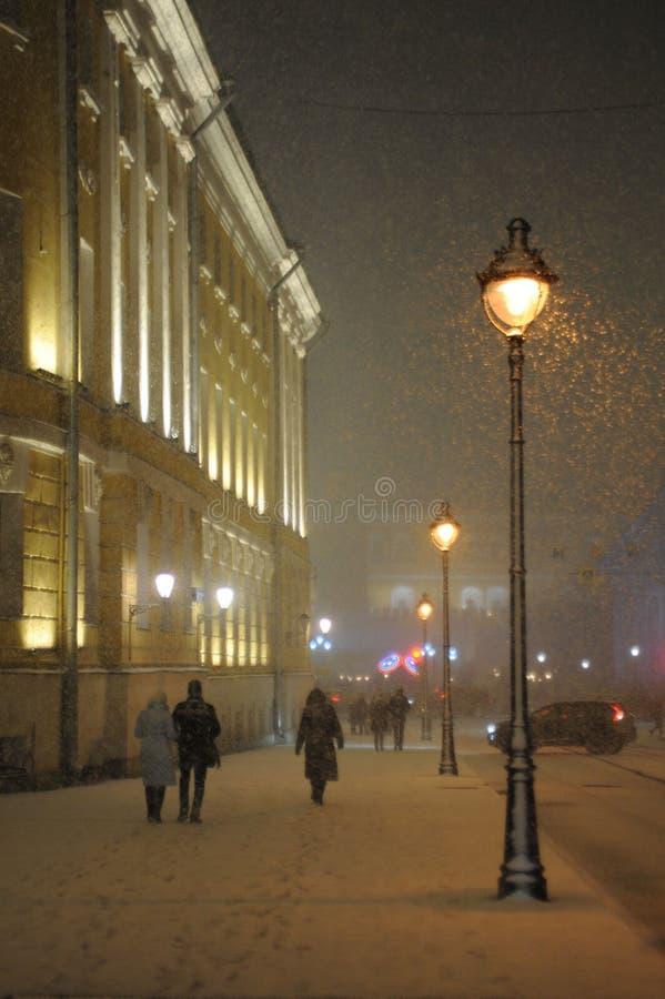 Miasto krajobraz - zima, noc, miecielica, lampion fotografia stock