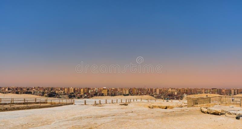 Miasto krajobrazowy Giza Kair z plateau ostrosłupami zdjęcie stock