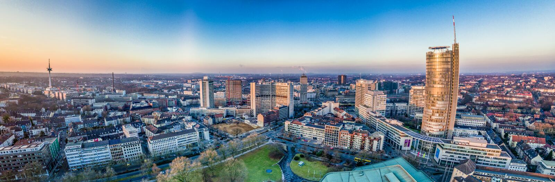 Miasto linia horyzontu Essen pod zmierzchem obrazy royalty free