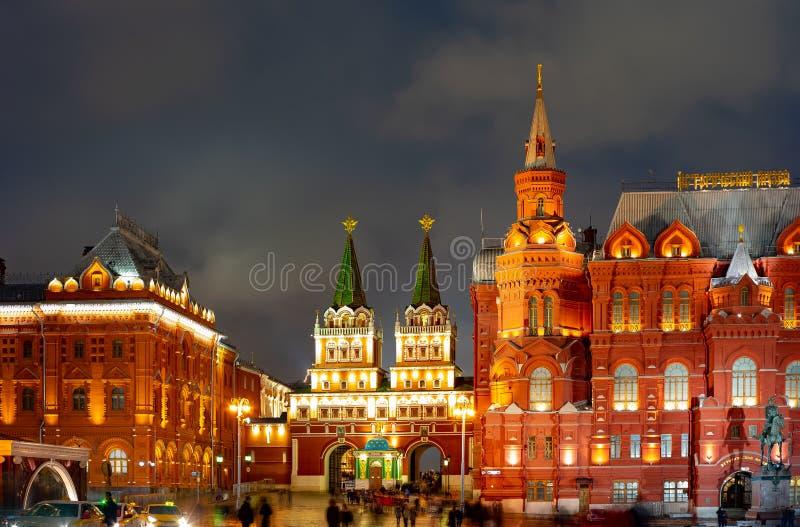 Miasto Moskwa Manezhnaya kwadrat Moskwa, Twierdzi dziejowego muzeum Kaplica Iveron ikona matka Miasto noc widok zdjęcia stock