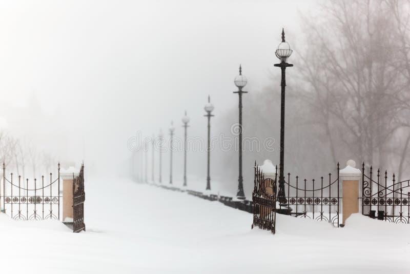 miasto, mróz, cisza, krajobraz, bulwar w śniegu, zima, miecielica, śnieg obrazy stock